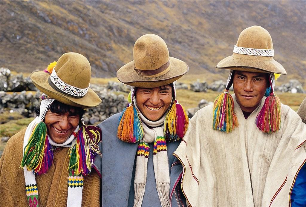 Peru - chlapci v Andách