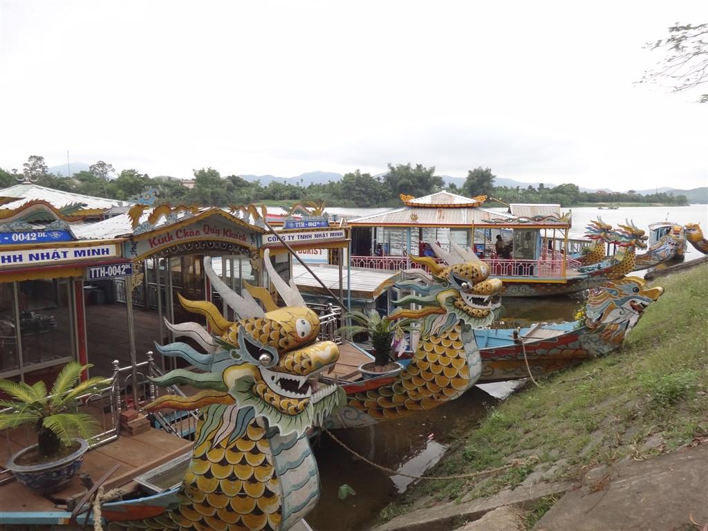 Hue - dračí lodě