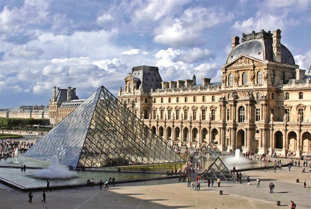 Paříž , Louvre
