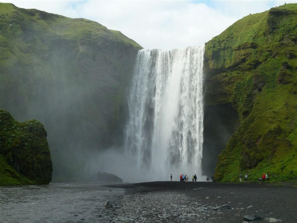 Island, vodopád Skogafoss, jižní pobřeží