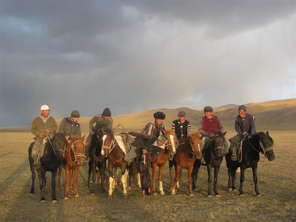 Kyrgyzstan - rajská příroda jezer a hor